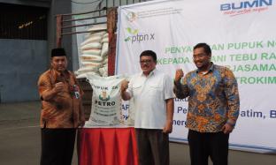 PTPN X Gandeng Petrokimia Gresik Salurkan 278 Ton Pupuk Non Subsidi
