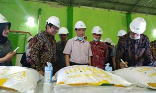 Tertarik dengan Industri Gula, Menteri Laos Kunjungi Pabrik Gempolkrep