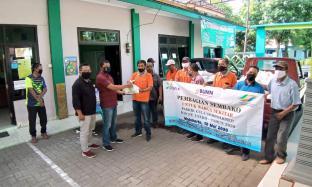 Kolaborasi dengan PT Enero, PG Gempolkrep Bagikan Sembako ke Lima Desa
